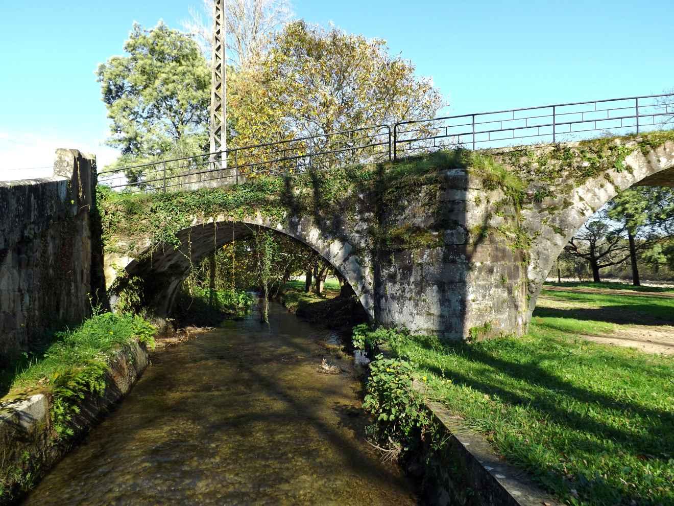 Antiguo puente y canal en la campa de Santa Lucía