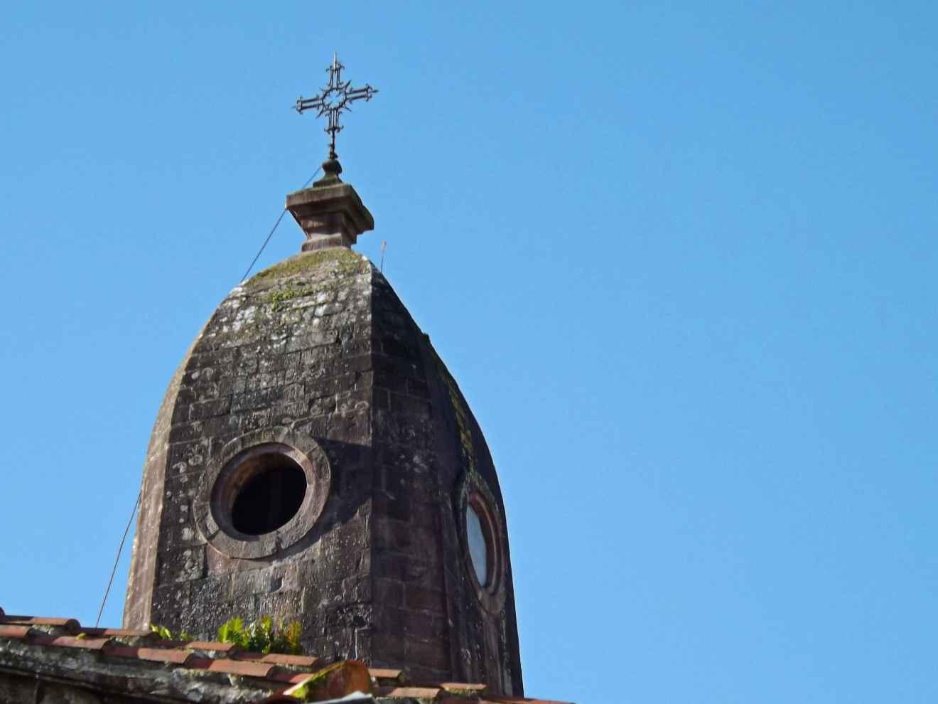 Chapitel modernista de la Iglesia de Cabezón de la Sal