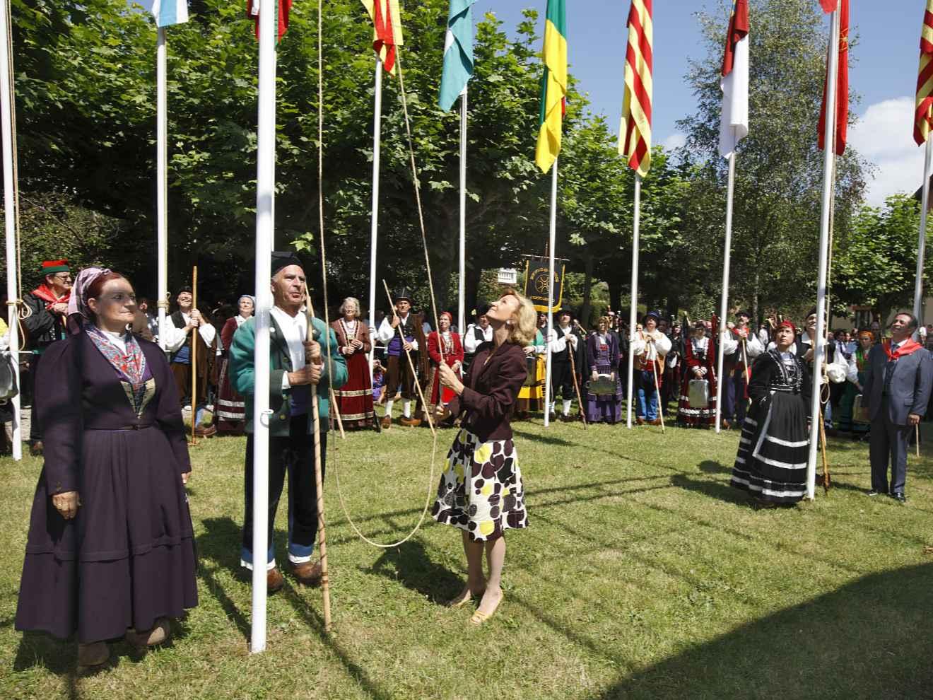Homenaje a las banderas en el Día de Cantabria