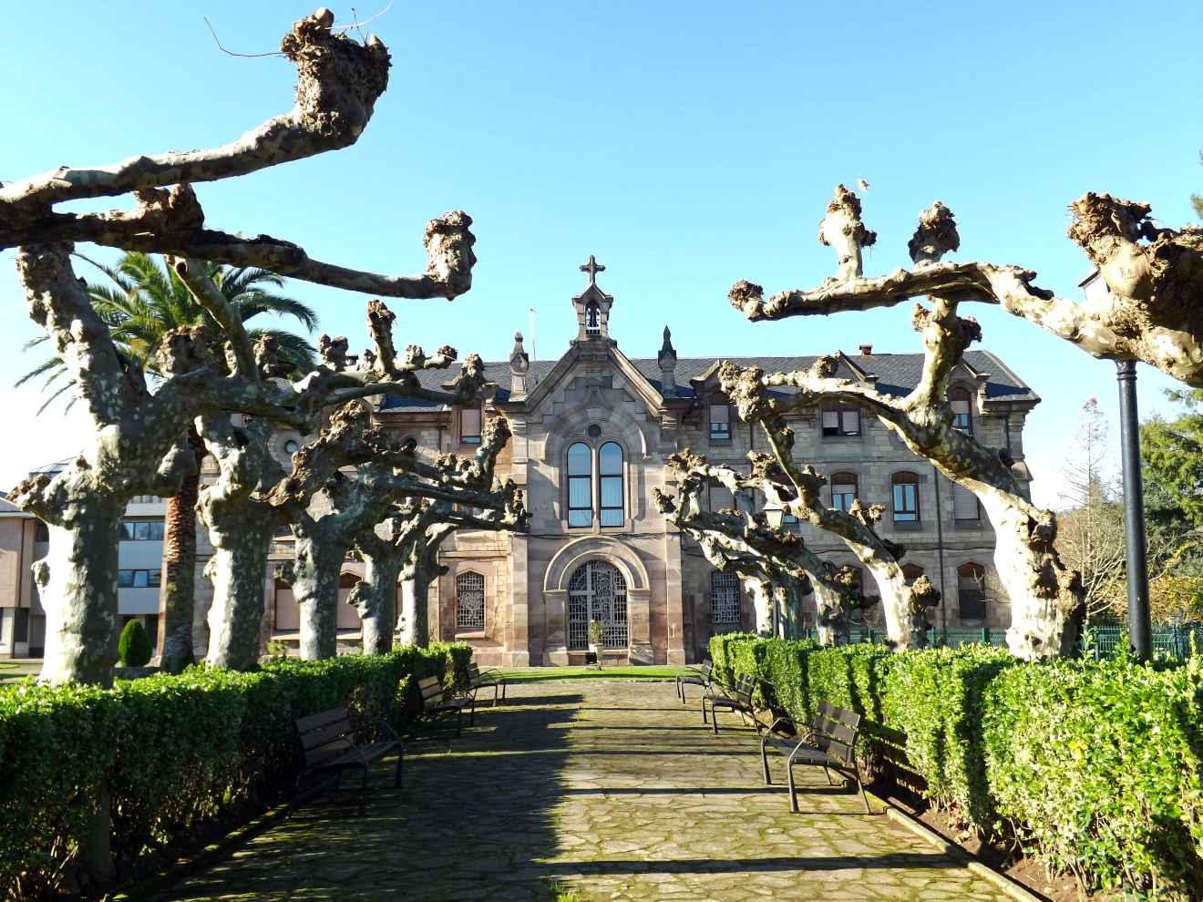 Entrada principal de la Residencia Sagrada Familia