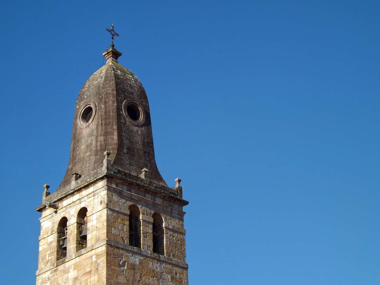 Torre de la iglesia de Cabezón de la Sal