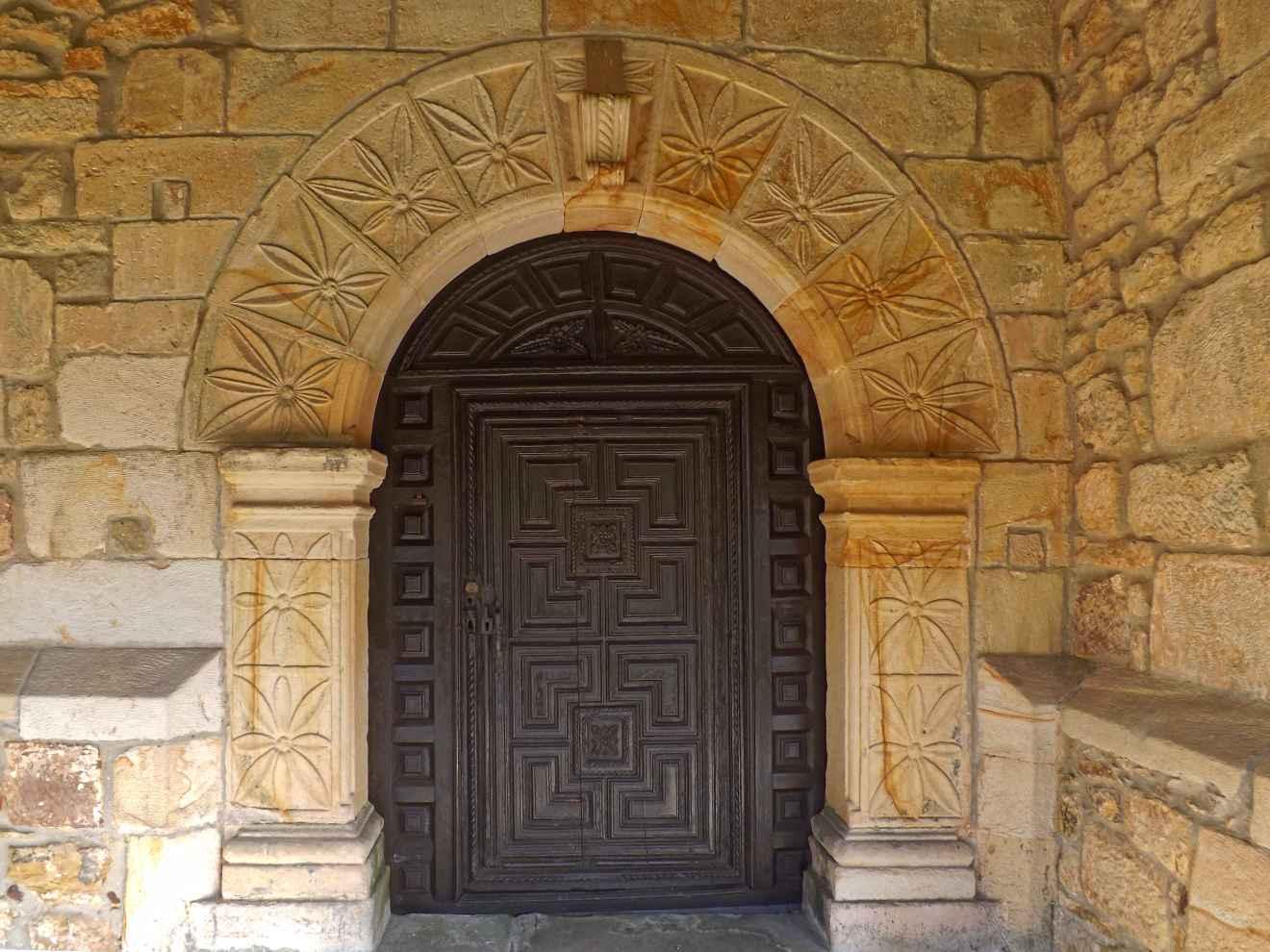 Detalle de la iglesia de Duña y Bustablado