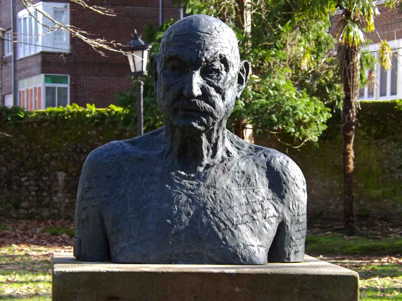 Busto de Pepe Hierro