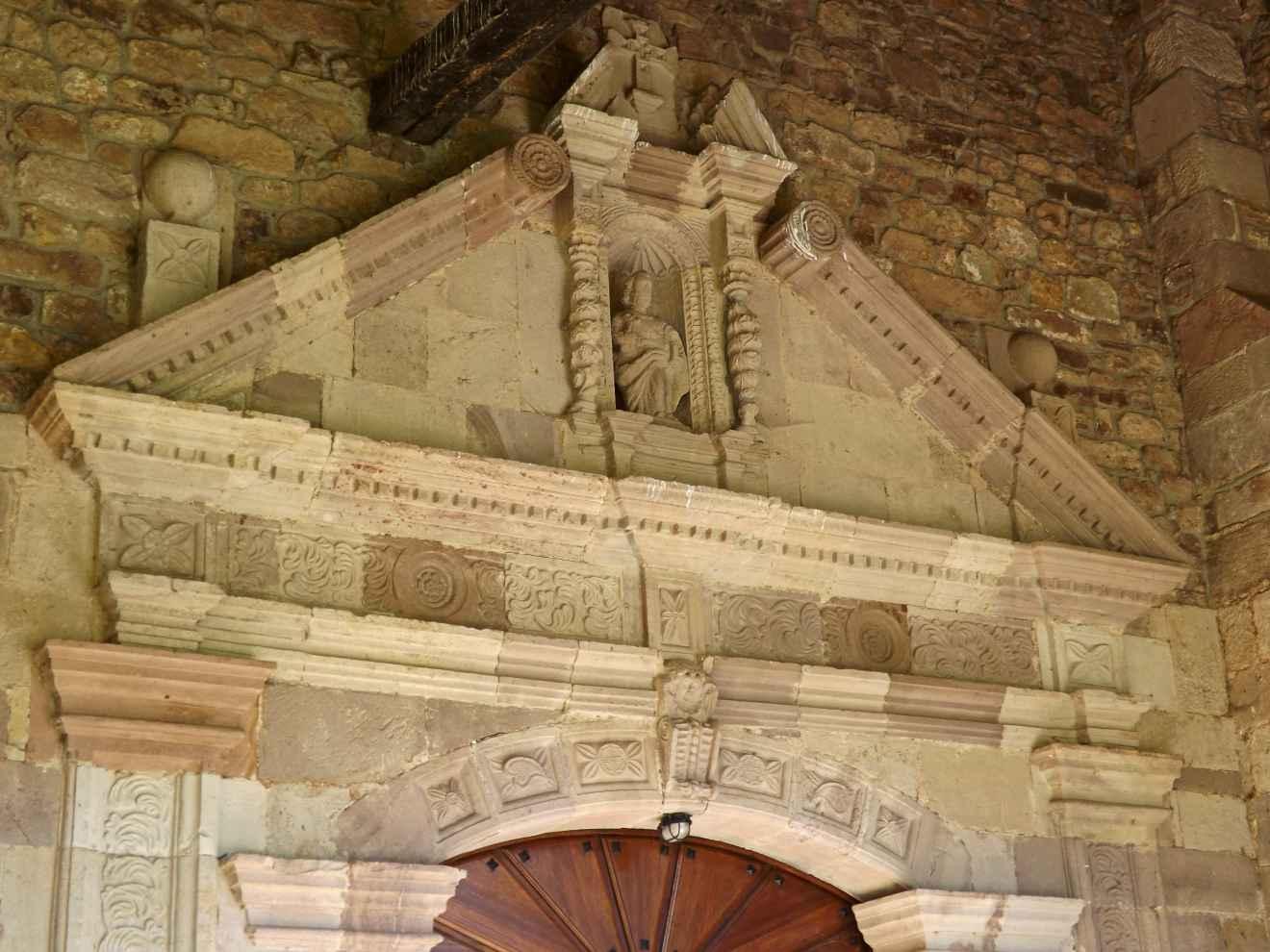 Detalle de la iglesia de Santibáñez