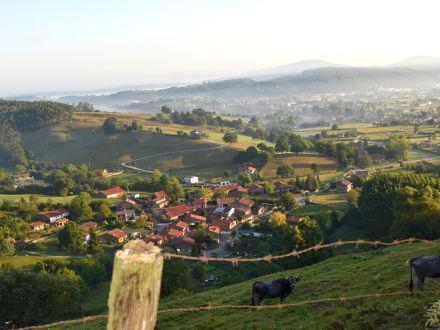 Vista de Santibáñez desde el camino de subida a Piralba