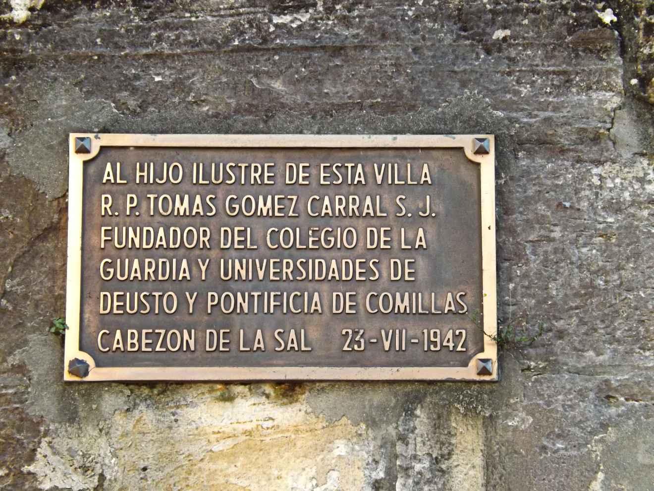 Placa conmemorativa en la iglesia de Cabezón