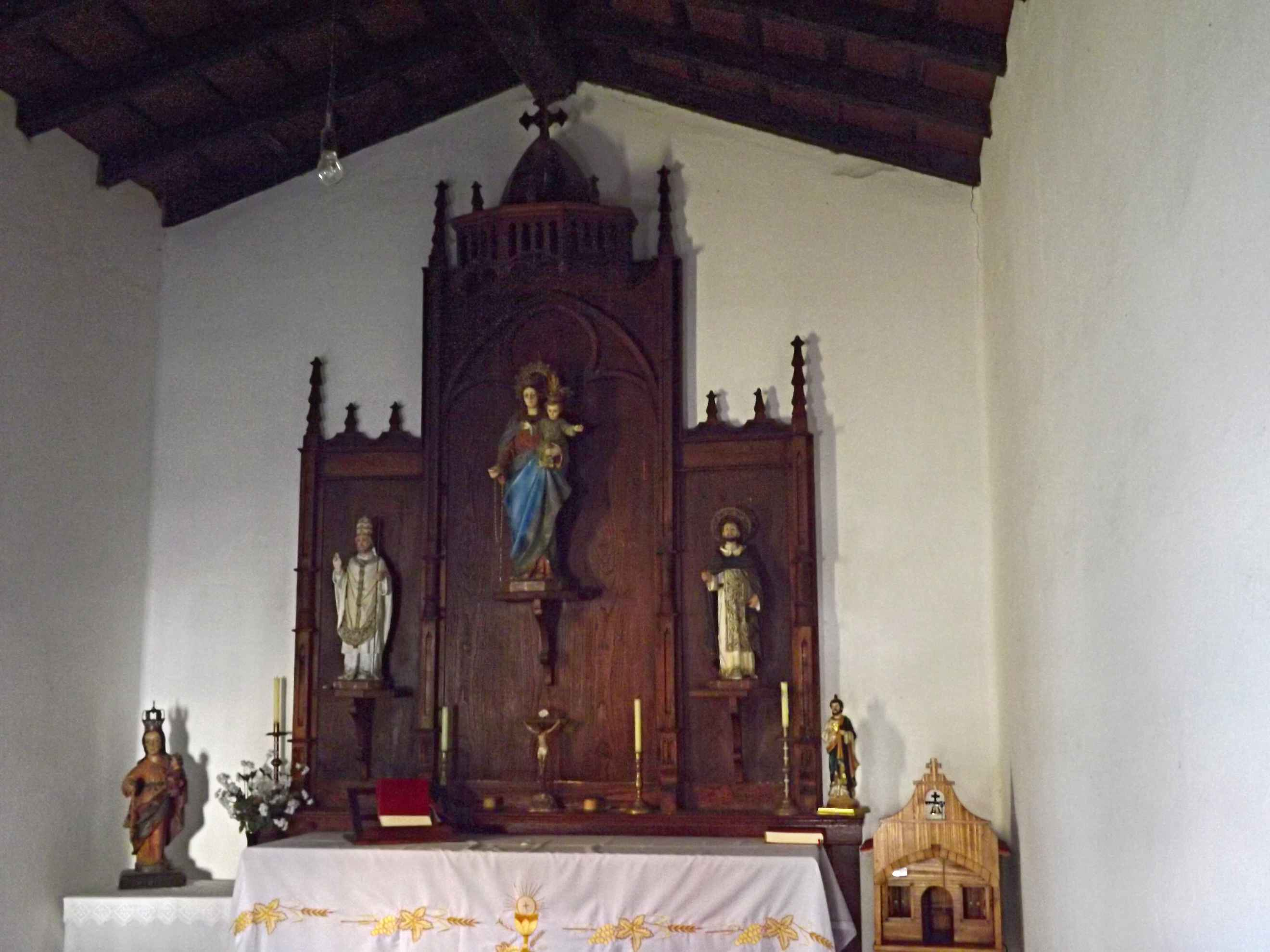Interior de la capilla de la Virgen del Rosario
