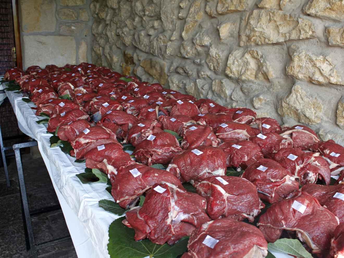 Cañimas o ración de carne asignada a los cofrades por riguroso sorteo y que tienen que retirar obligatoriamente al pagar la cuota.