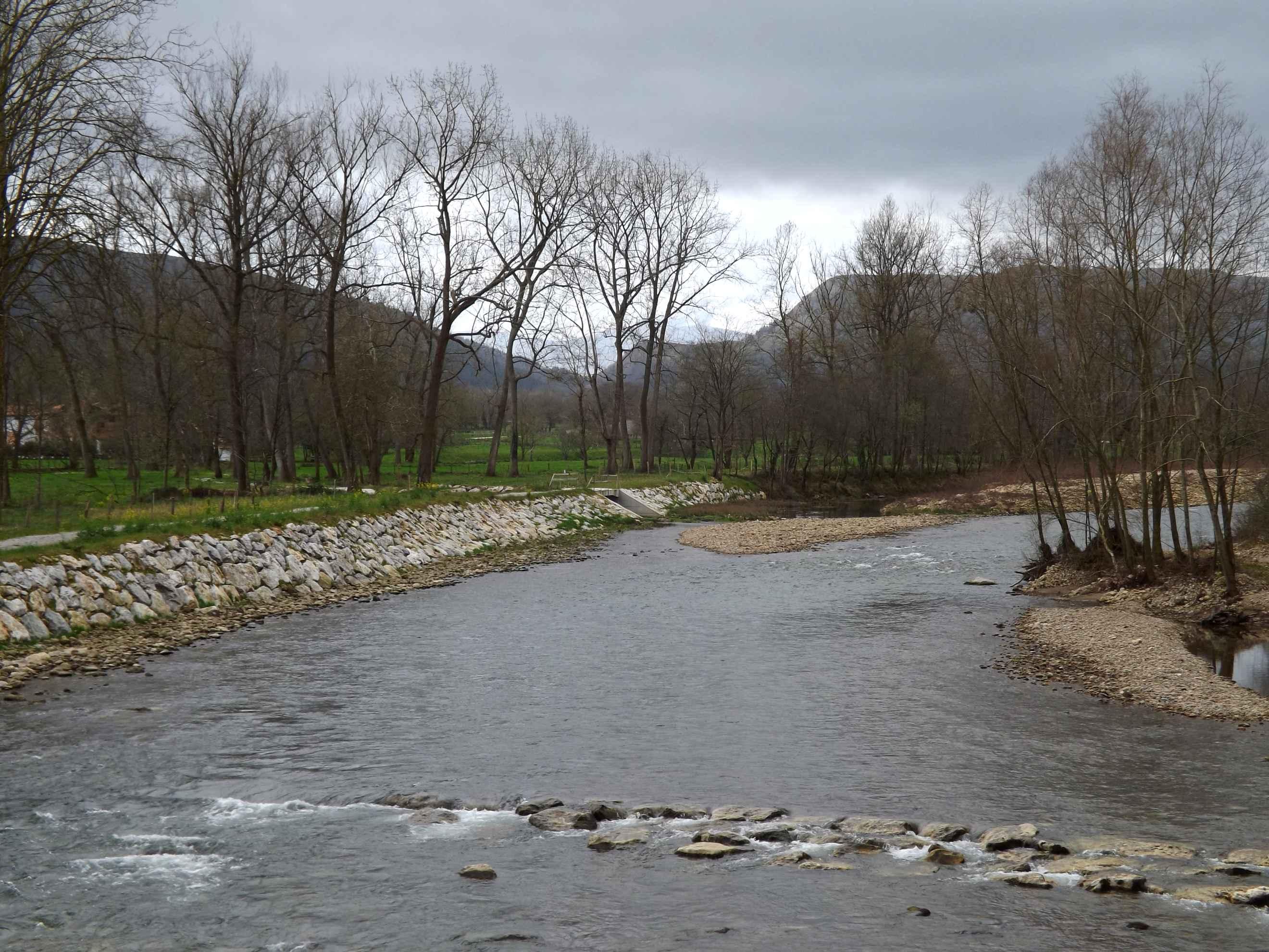 Río Saja a su paso por Virgen de la Peña