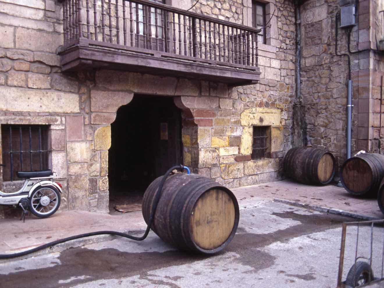 Antigua bodega de vino blanco de Solera